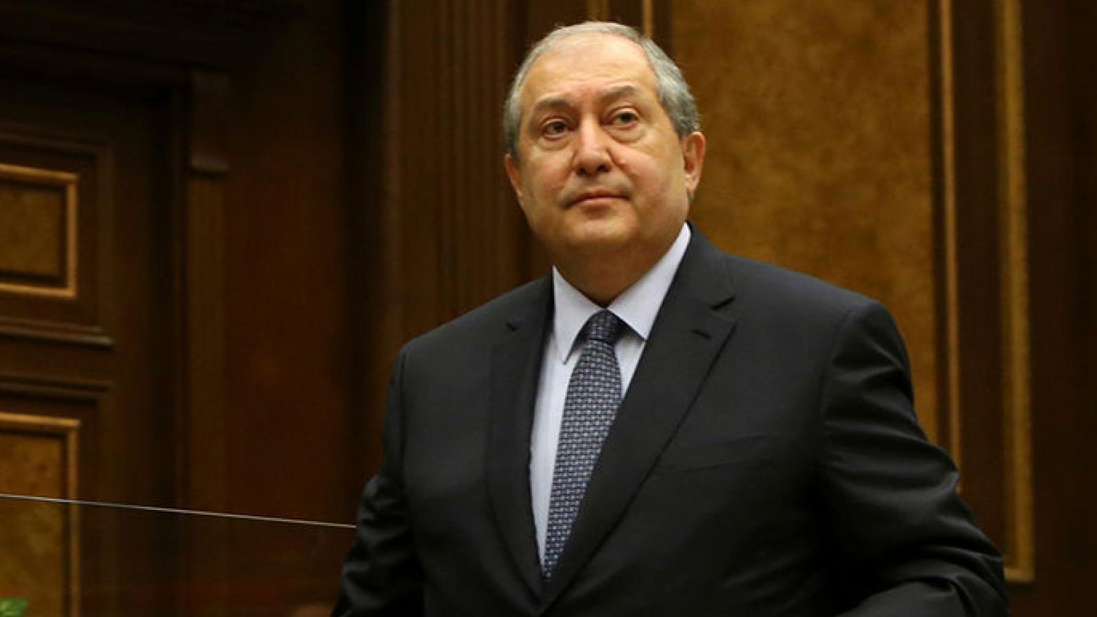 Tổng thống Armenia vướng cáo buộc mang quốc tịch kép