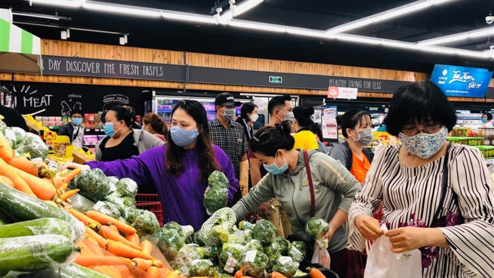 Video: Dân Gò Vấp đổ xô mua thực phẩm dự trữ trước giờ phong tỏa 15 ngày
