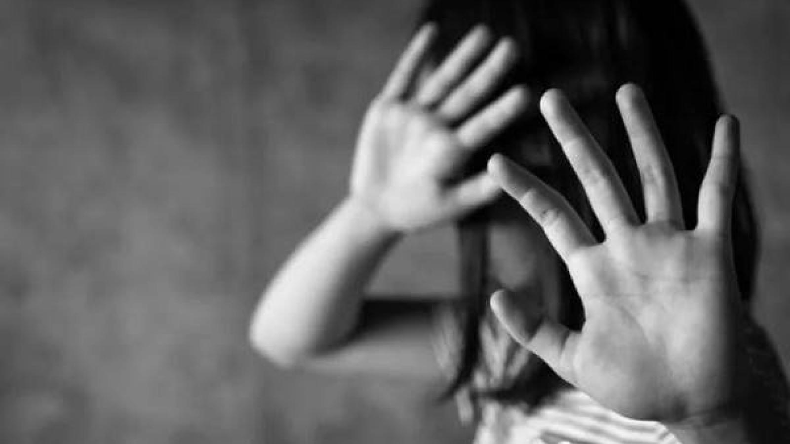 Cha dượng xâm hại tình dục con riêng của vợ