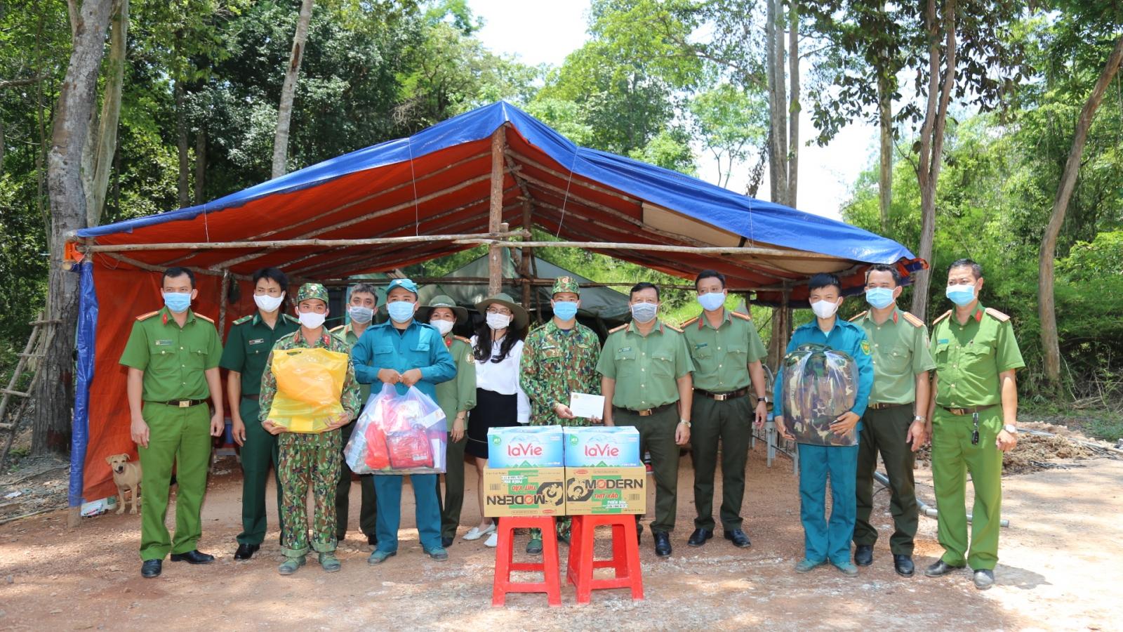 Kim Oanh Group thăm tặng quà bộ đội biên phòng Tây Ninh