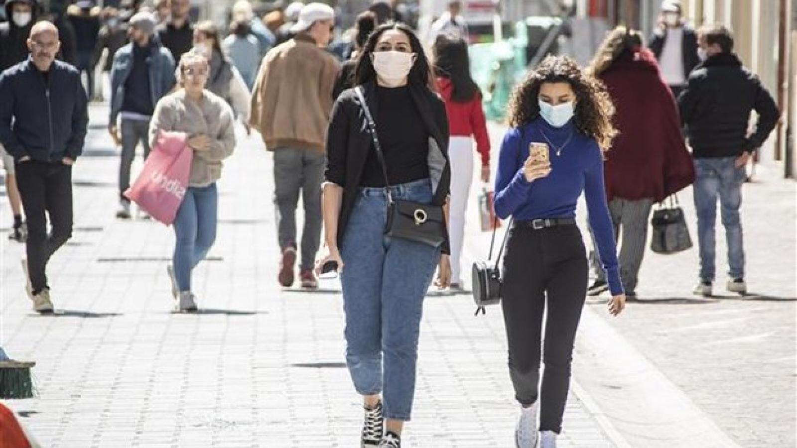 Hàng loạt quốc gia châu Âu nới lỏng hạn chế kiểm soát dịch bệnh Covid-19
