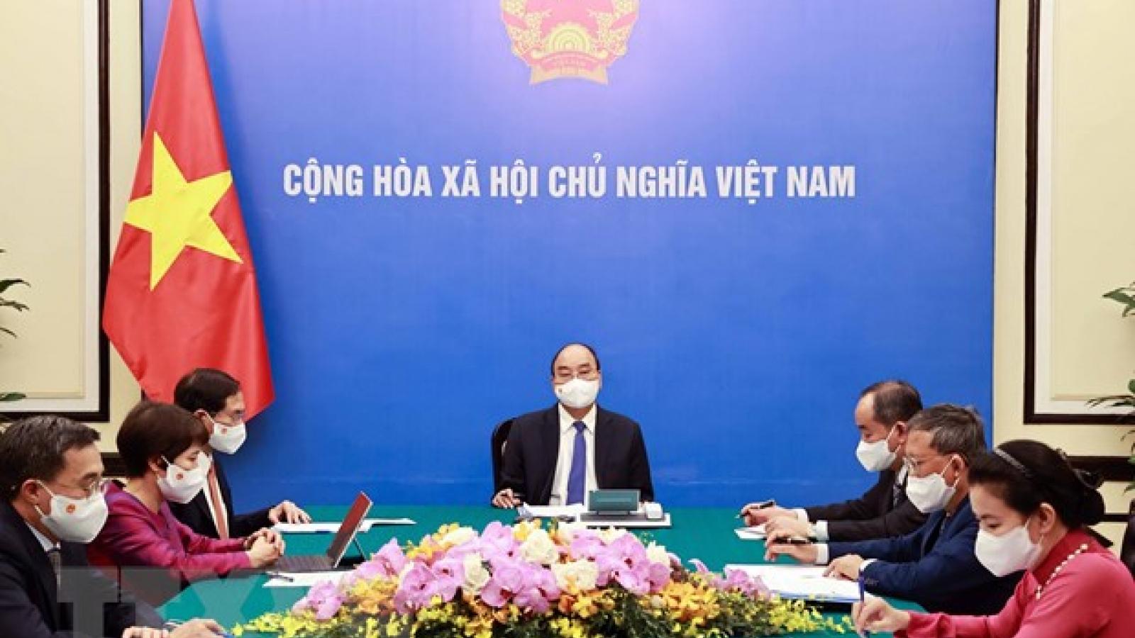 Chủ tịch nước Nguyễn Xuân Phúc điện đàm với Tổng thống Cộng hòa Pháp