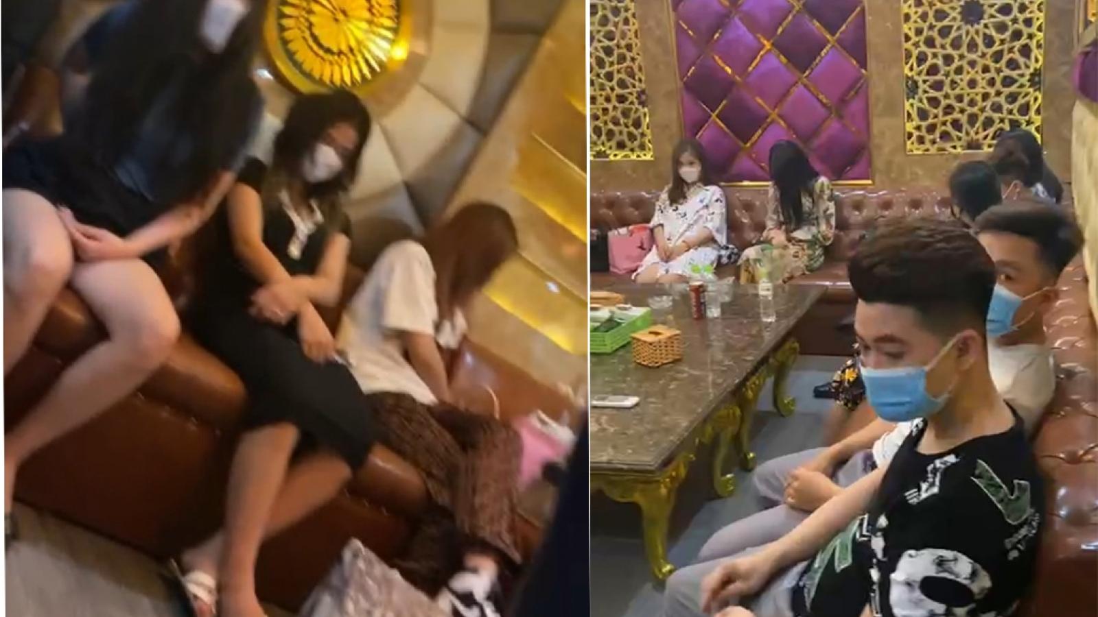Phát hiện nhà hàng tại Hà Nội liên tục cho khách hát karaoke giữa mùa dịch