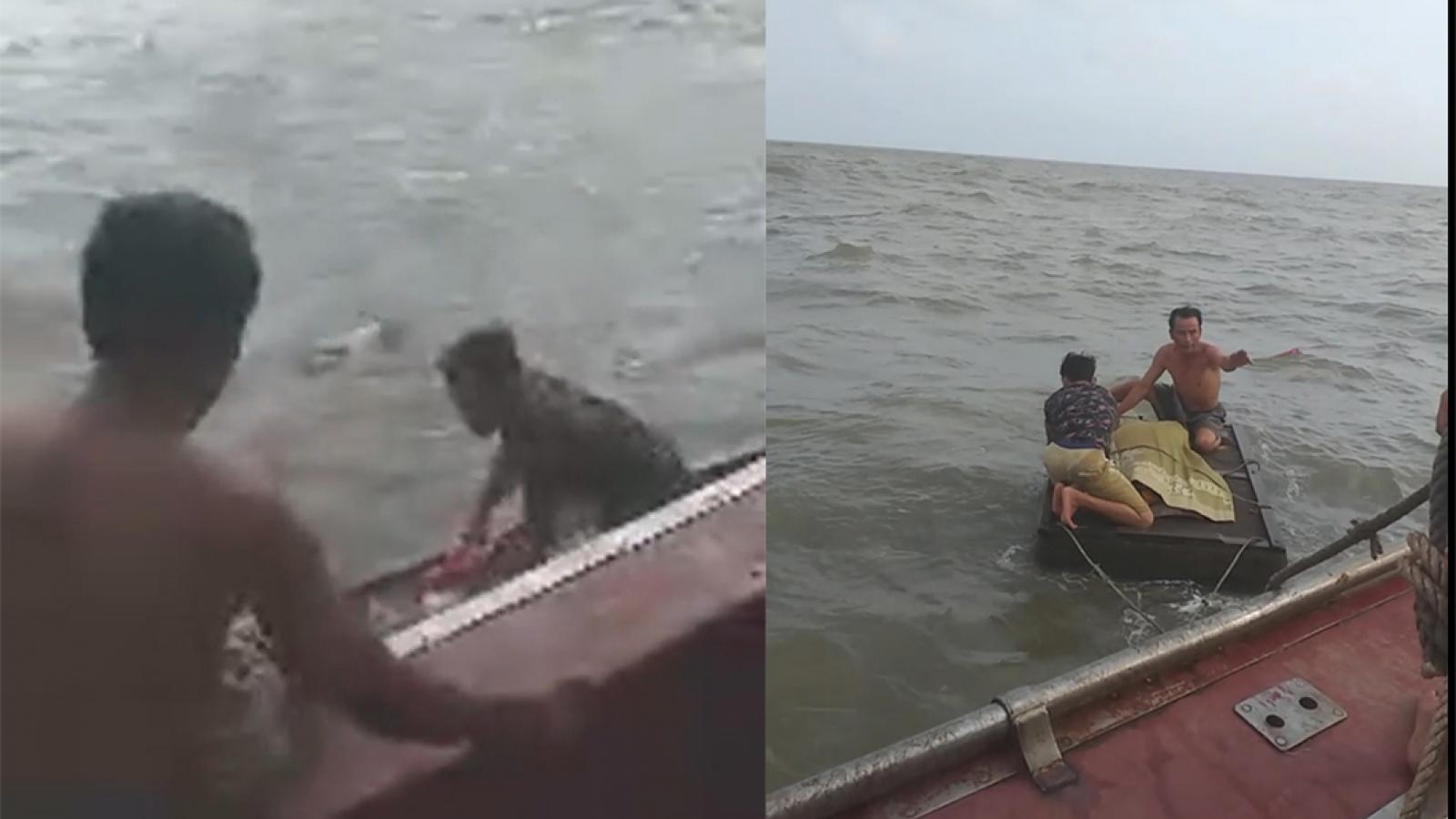 Tìm thấy thi thể 2 học sinh bị mất tích khi tắm biển ở Nam Định