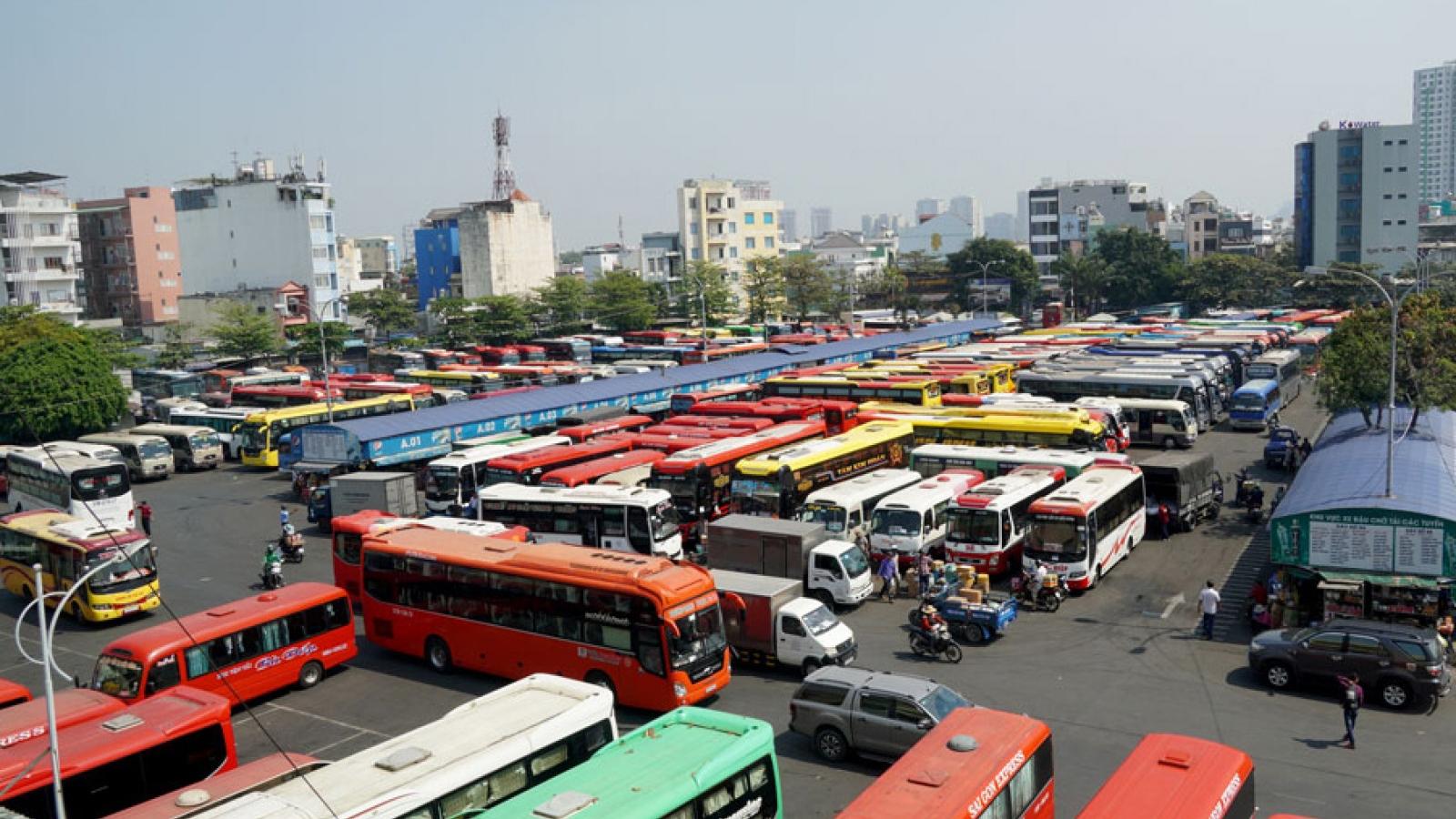 Phương tiện vận tải TPHCM không được chở quá 50% sức chứa