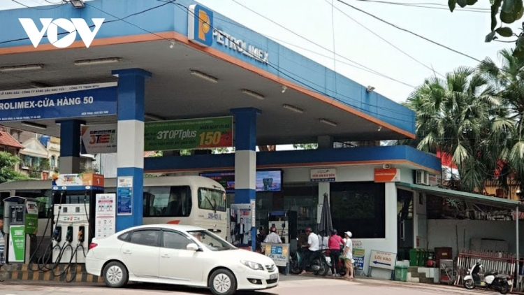 Retail petrol prices hit 15-month record high to nearly VND20,000/l
