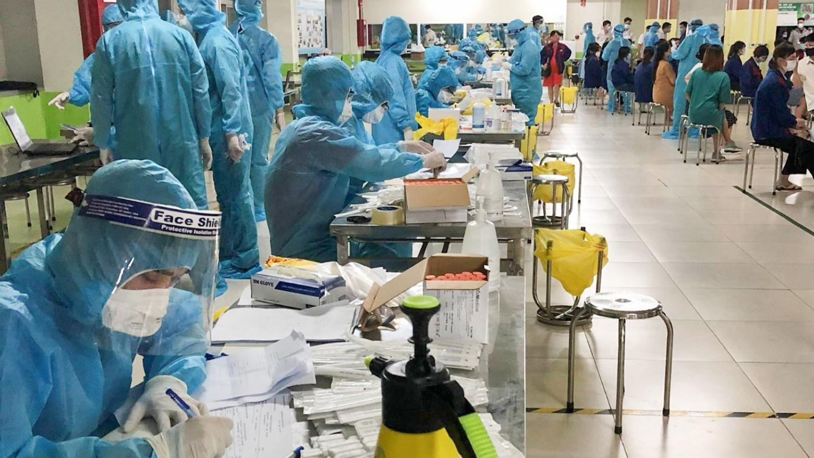 Quảng Ninh hỗ trợ Bắc Giang xét nghiệm hơn 30.000 mẫu bệnh phẩm