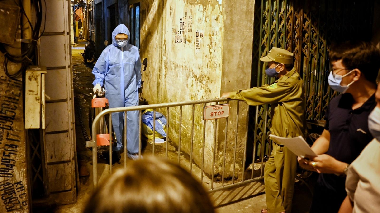 Hà Nội phong tỏa nơi ở của nam bác sĩ dương tính với SARS-CoV-2