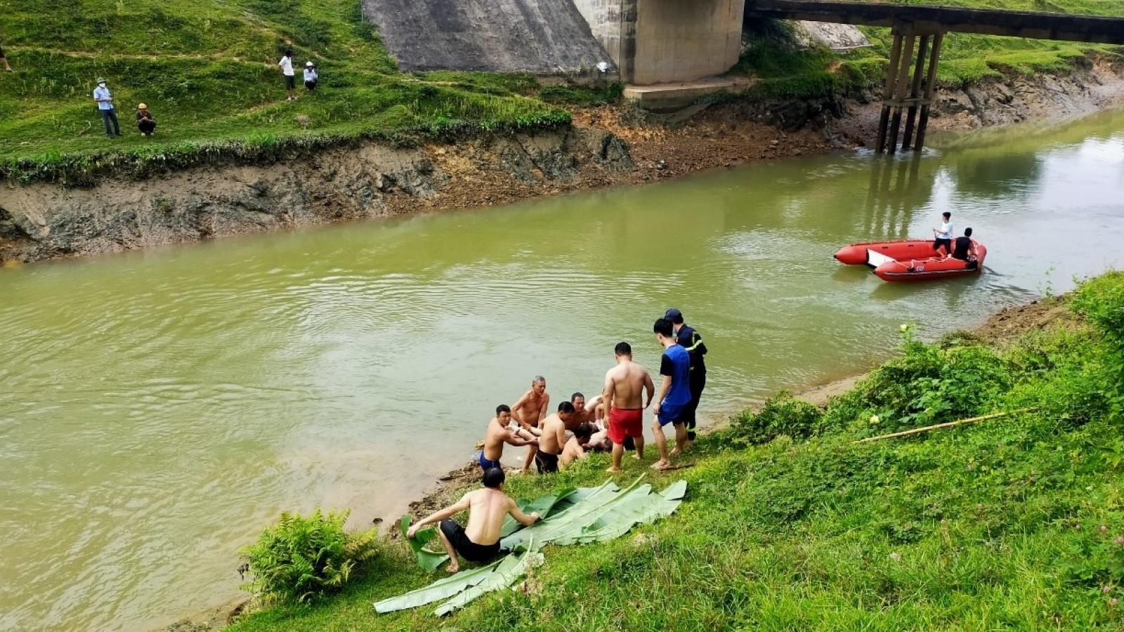 Thêm một thi thể nam sinh được tìm thấy trên sông Đào