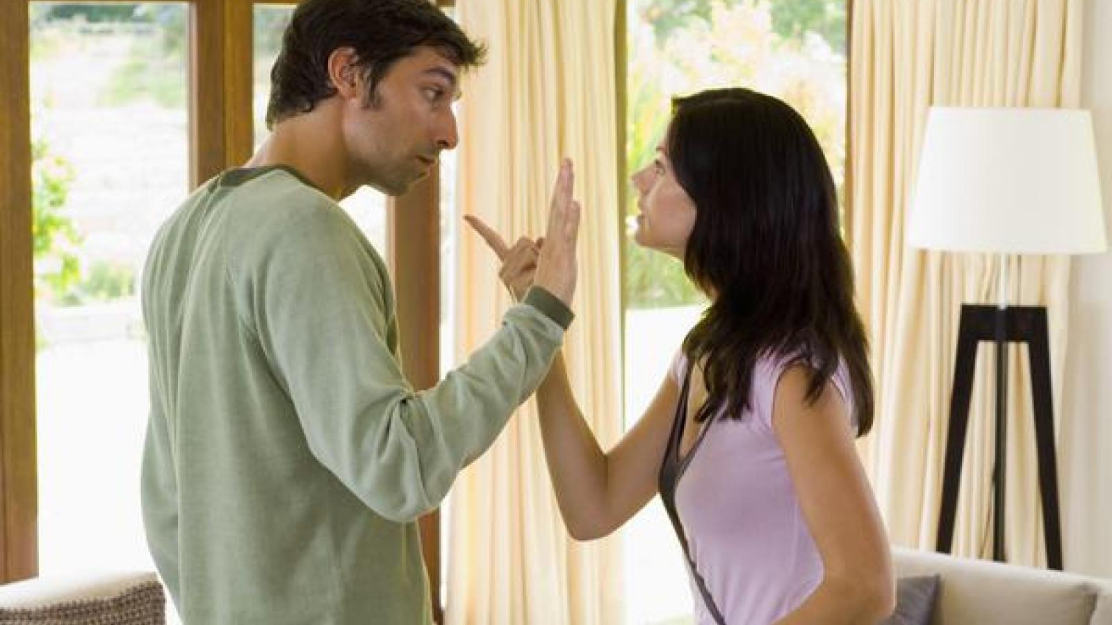 Làm thế nào để rời khỏi một mối quan hệ độc hại khi bạn vẫn yêu người ấy?