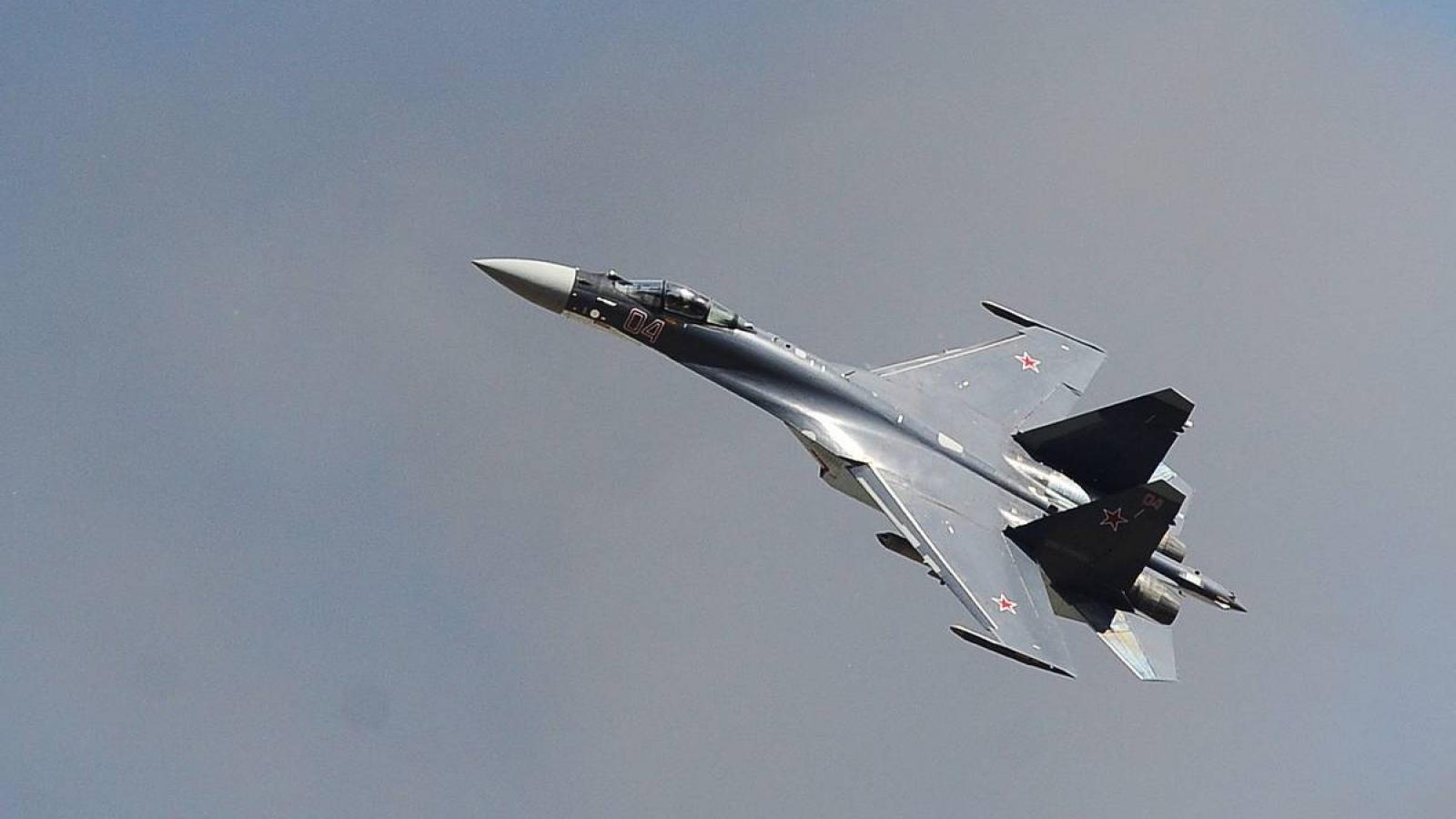 Tiêm kích Su-35 của Nga chặn máy bay trinh sát Mỹ trên Thái Bình Dương