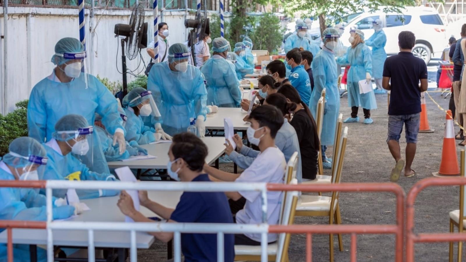 Số ca mắc Covid-19 gia tăng, Campuchia kêu gọi người dân ngăn chặn biến chủngmới