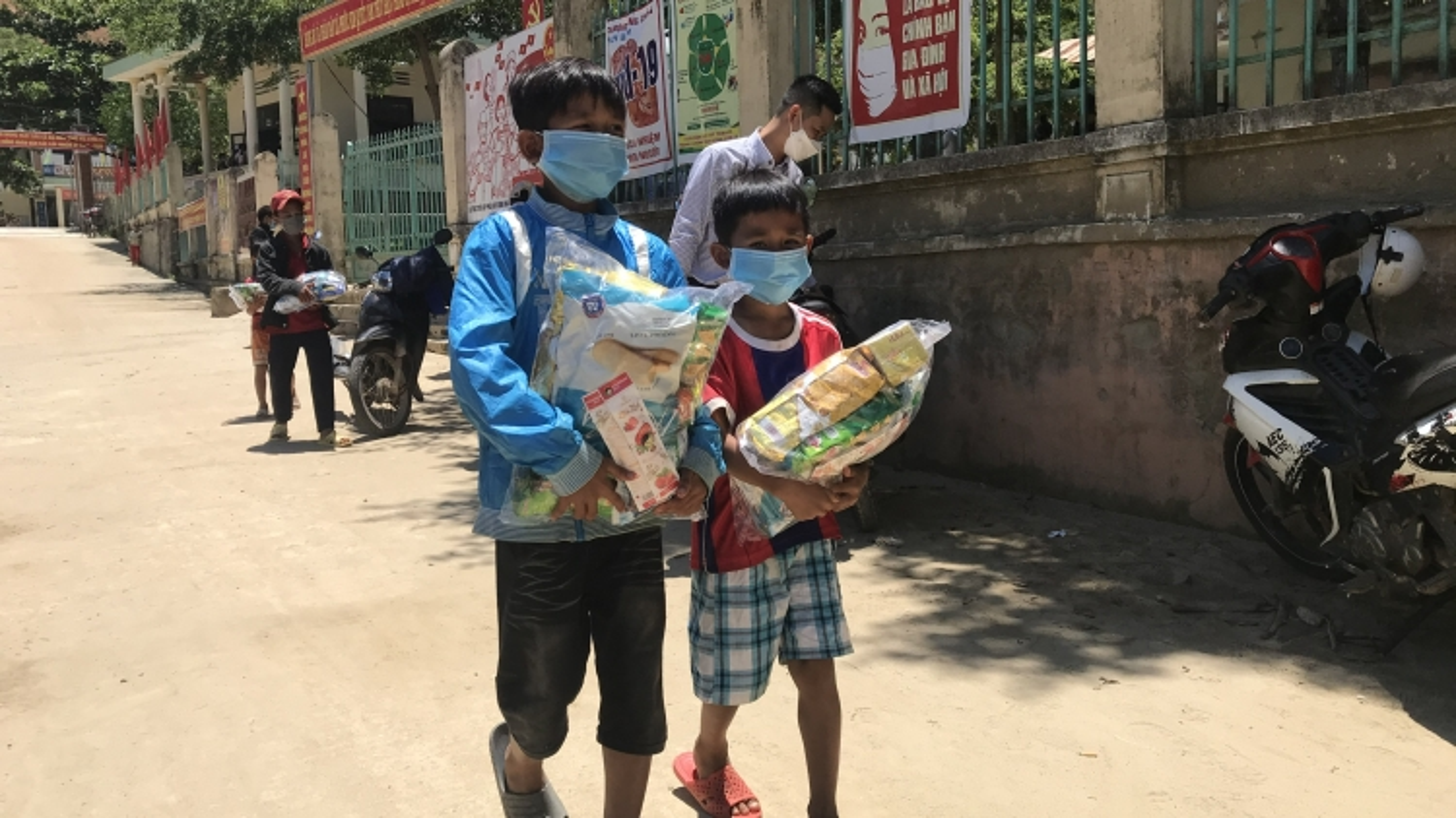 Vui Tết thiếu nhi tại vùng sạt lở núi Quảng Nam