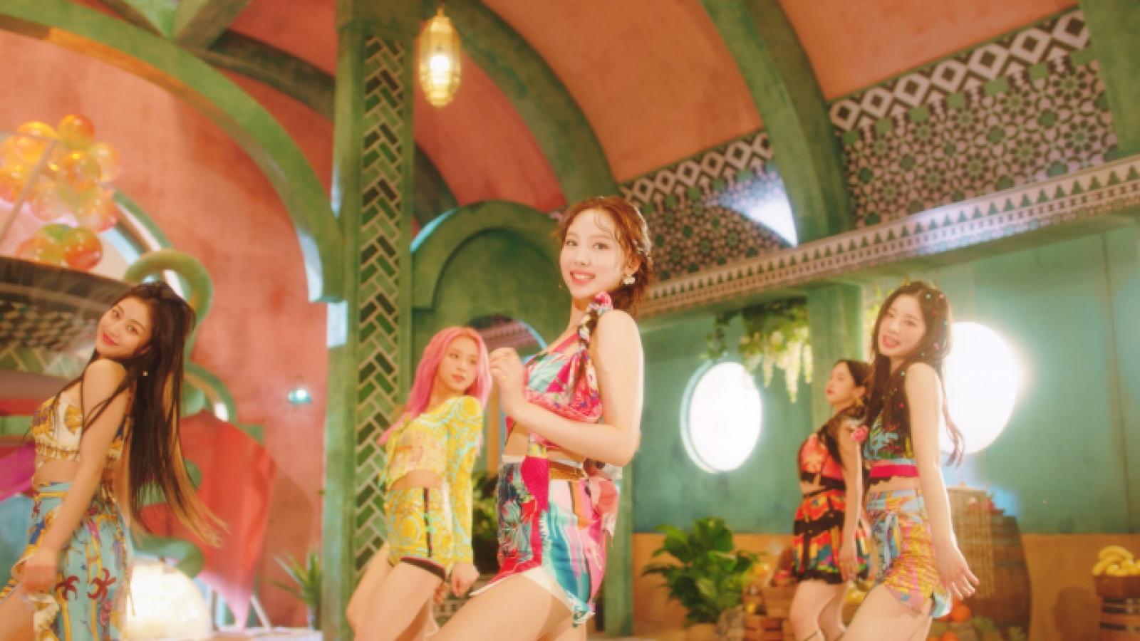 """Twice """"nhá hàng"""" 10 giây gây nghiện trong MV tràn ngập màu sắc mùa hè """"Alcohol-free"""""""