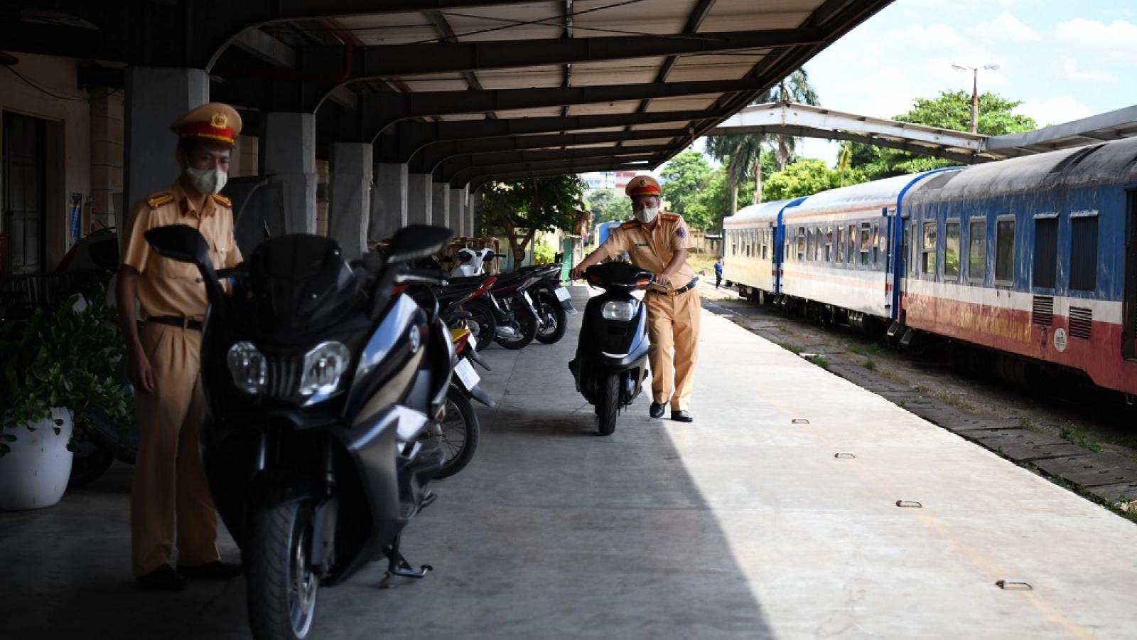 """Cảnh sát giao thông thu giữ xe mô tô BMW  """"lậu"""""""