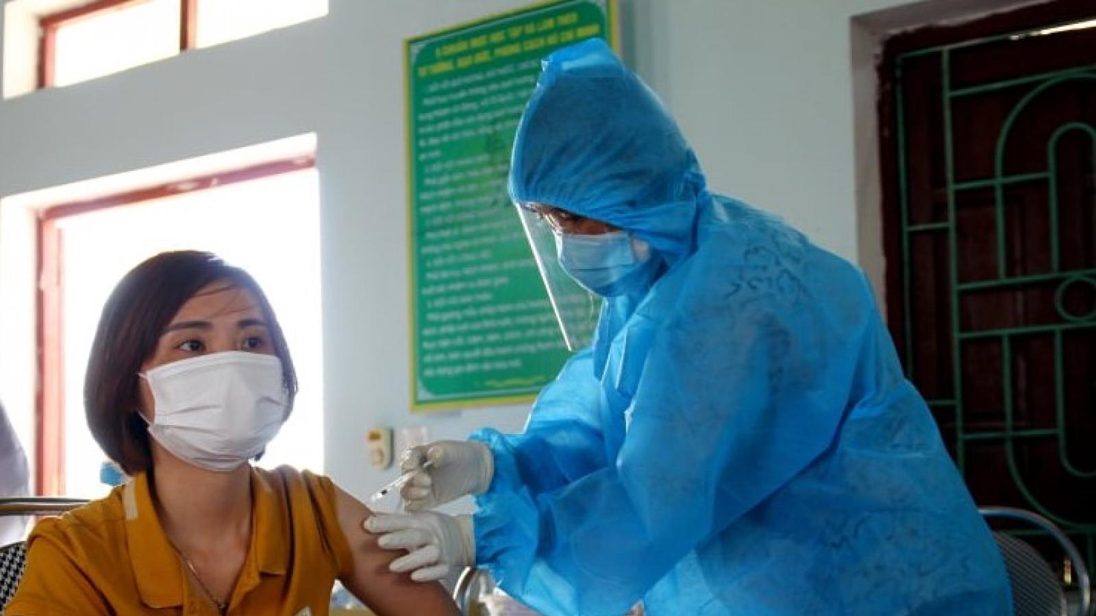 Bắc Giang chưa ghi nhận trường hợp phản ứng nặng sau tiêm vaccine COVID-19