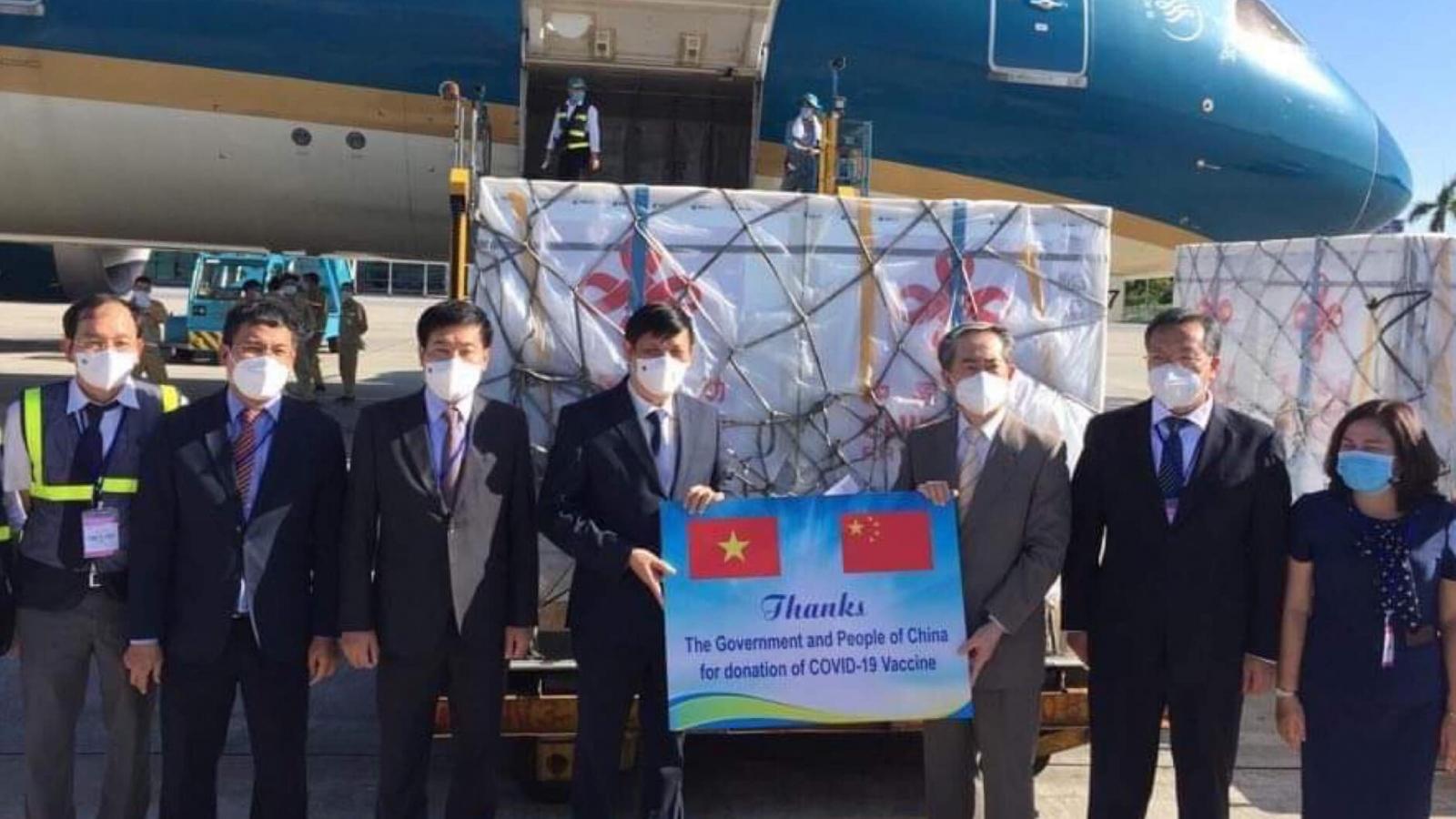 Việt Nam tiếp nhận 500.000 liều vaccine Sinopharm của Trung Quốc