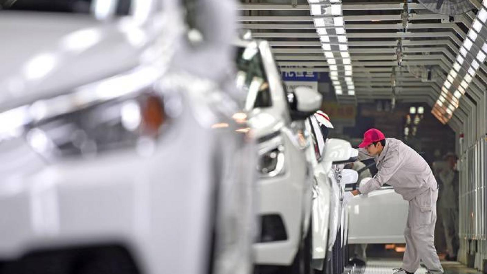 Showroom xe hơi Trung Quốc trống trơn do khan hiếm chip
