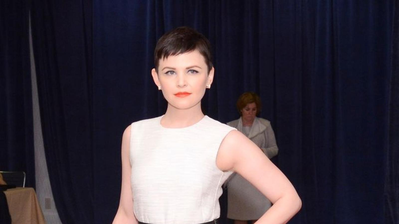 Mặc đồ bình dân dự sự kiện, sao Hollywood vẫn xinh đẹp rạng ngời