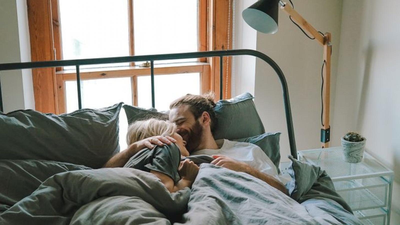 Thói quen ngủ giúp cải thiện mối quan hệ vợ chồng như thế nào?