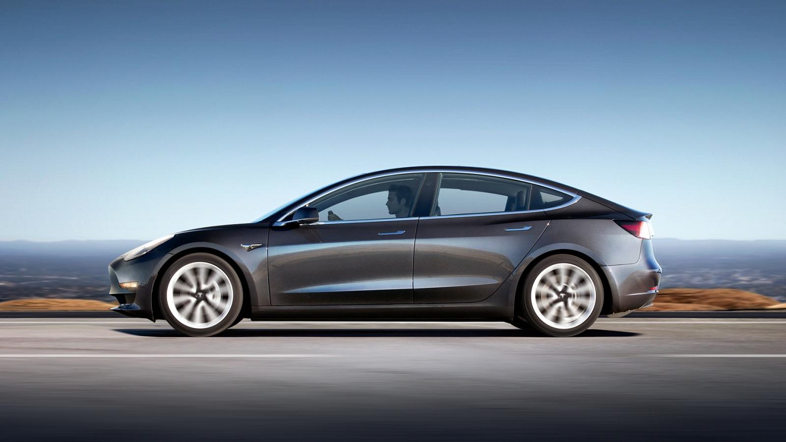 Hãng xe điện Tesla tiếp tục triệu hồi xe do lỗi liên quan tới dây an toàn và phanh