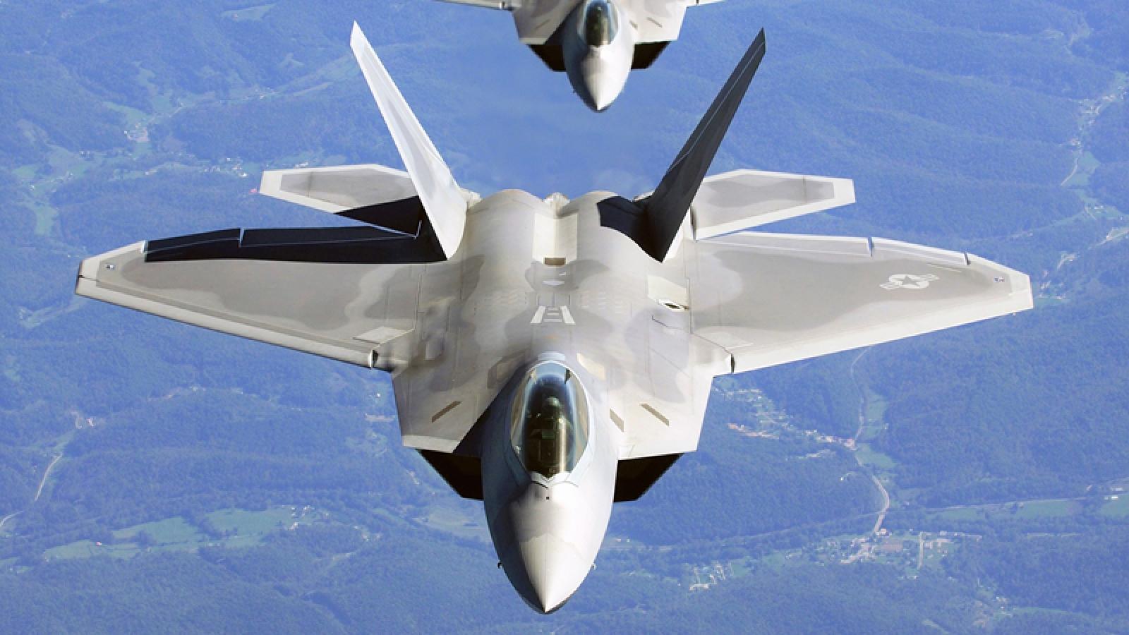 """Điều gì khiến """"vua bầu trời"""" F-22 Raptor bị thất sủng?"""