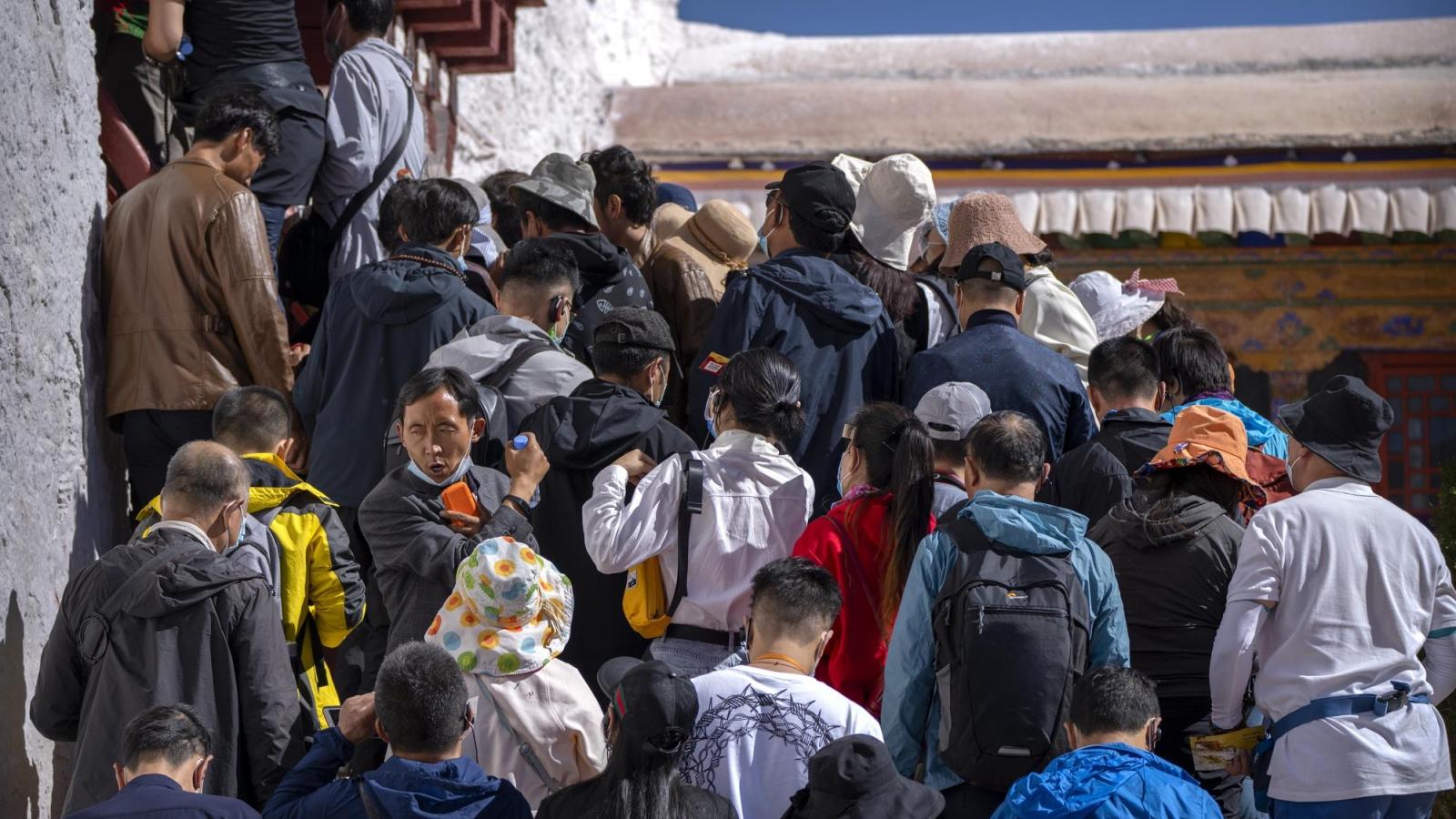 """Tây Tạng """"mong manh"""" khi du lịch bùng nổ"""