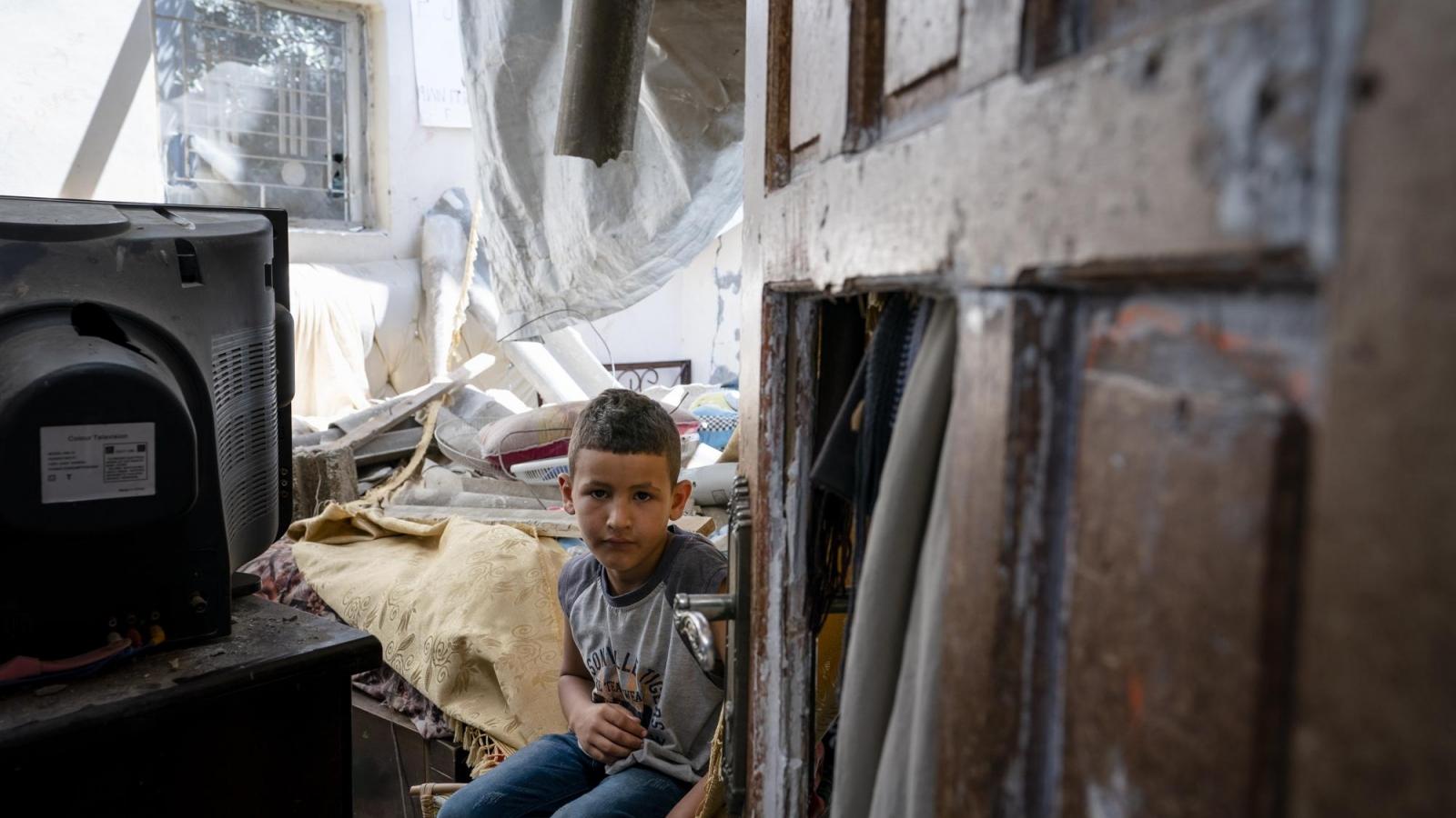 Ảnh: Những căn phòng ngủ tan hoang sau xung đột – ký ức ám ảnh của trẻ em Gaza
