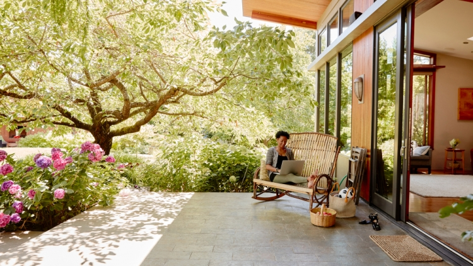 Cơ hội du lịch miễn phí và kiếm tiền từ Airbnb