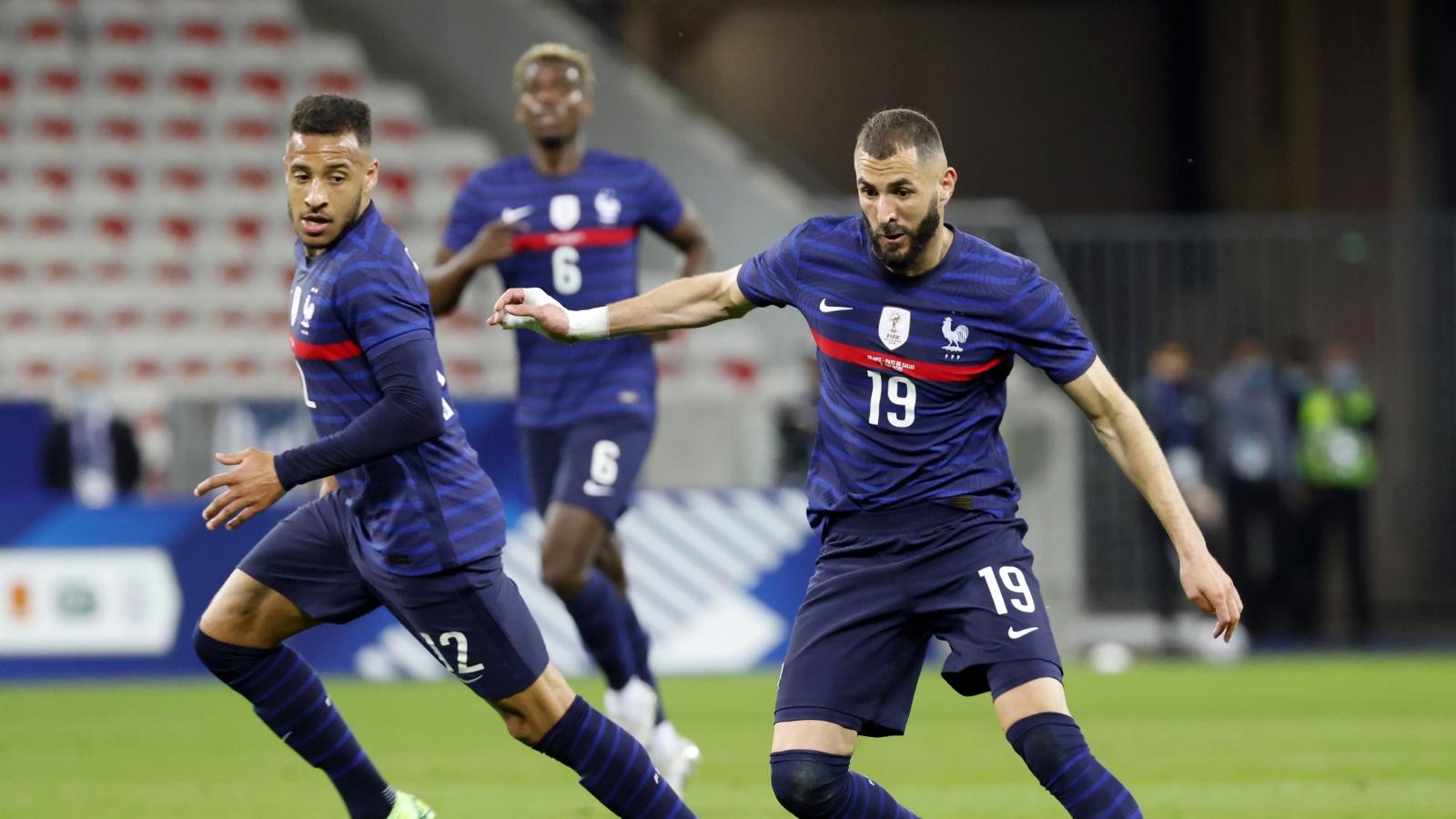 """Benzema gây thất vọng trong ngày Pháp """"đè bẹp"""" xứ Wales"""