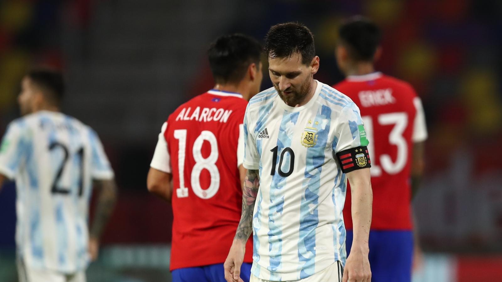 """Messi lập công, Argentina vẫn bị Chile """"cưa điểm"""" đáng tiếc"""