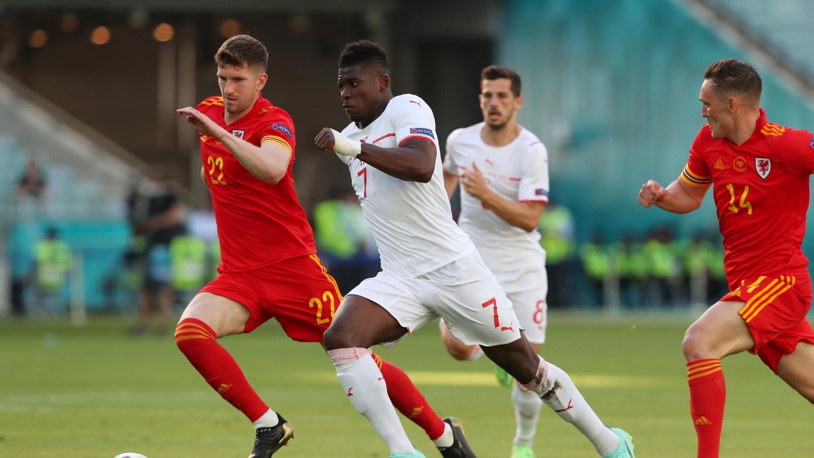 Trực tiếp Xứ Wales 1-1 Thụy Sĩ: Kieffer Moore ghi bàn đẹp mắt
