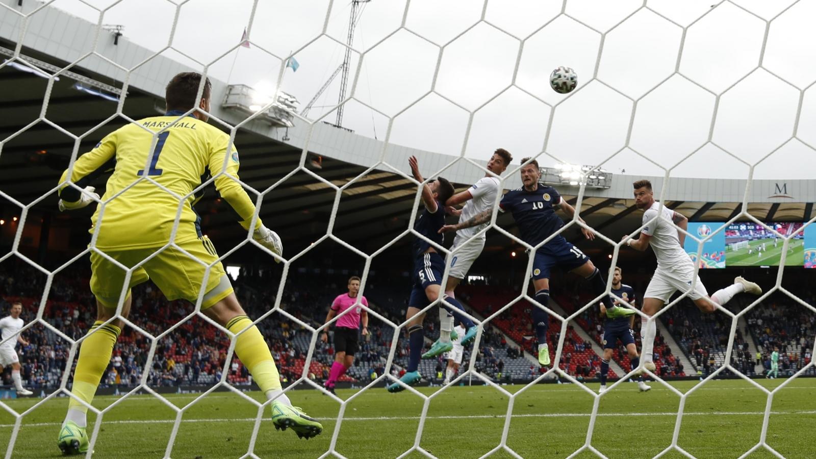 Trực tiếp Scotland 0-1 CH Séc: Patrik Schick đánh đầu tuyệt đẹp