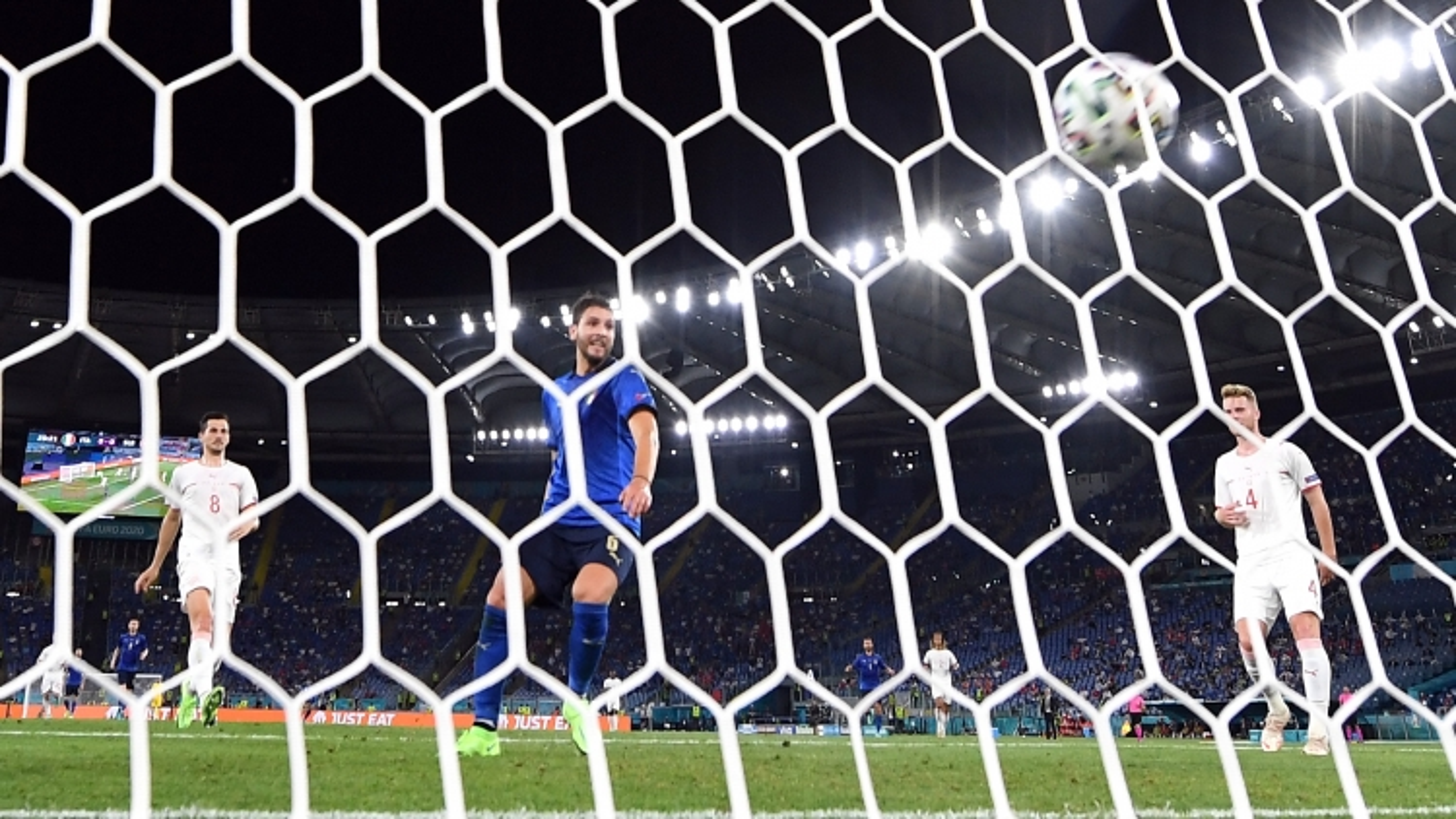 TRỰC TIẾP Italia 1 - 0 Thụy Sĩ: Phản công mẫu mực