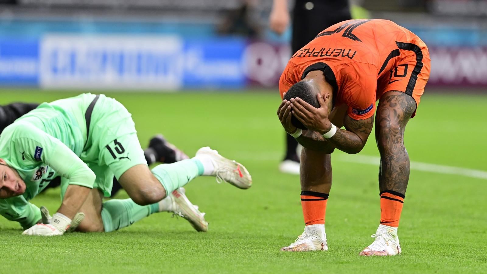 TRỰC TIẾP Hà Lan 1-0 Áo: Depay bỏ lỡ khó tin