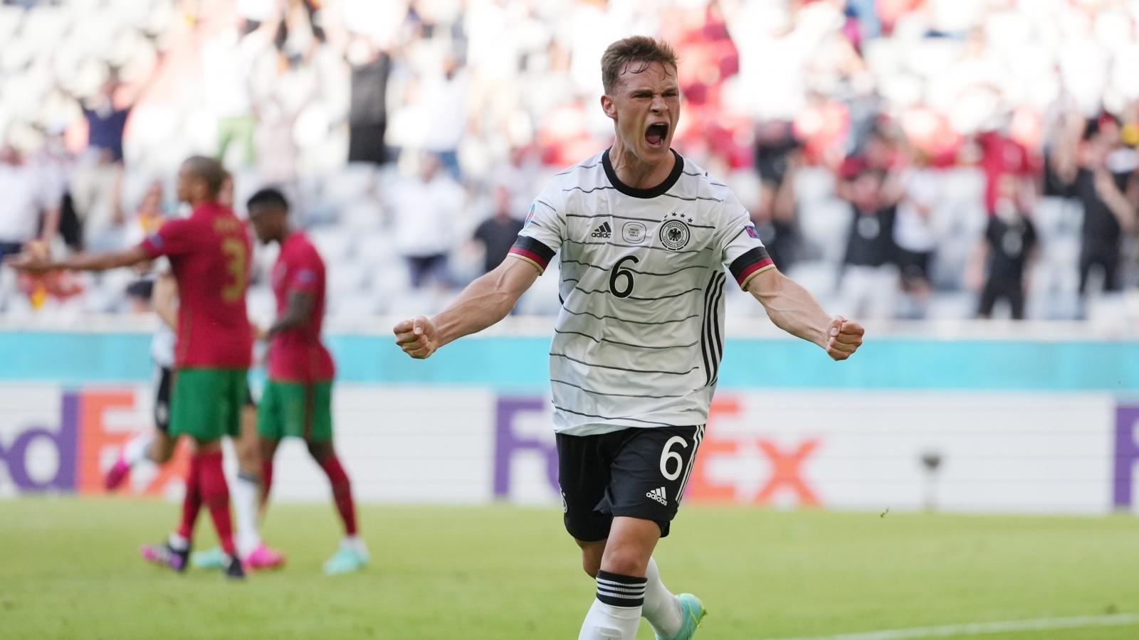 """Được """"tặng"""" 2 bàn thắng, Đức ngược dòng thần thánh trước Bồ Đào Nha"""