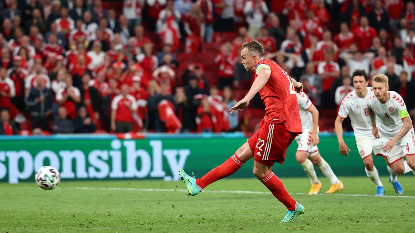 TRỰC TIẾP Nga 1-2 Đan Mạch: Dzyuba đá penalty rút ngắn tỷ số