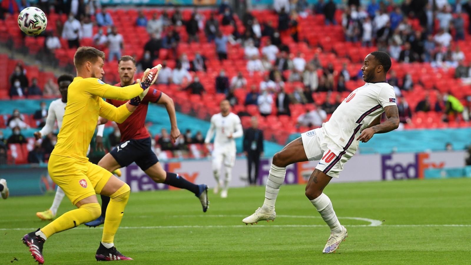 Trực tiếp CH Séc 0 - 1 Anh: Raheem Sterling mở tỷ số
