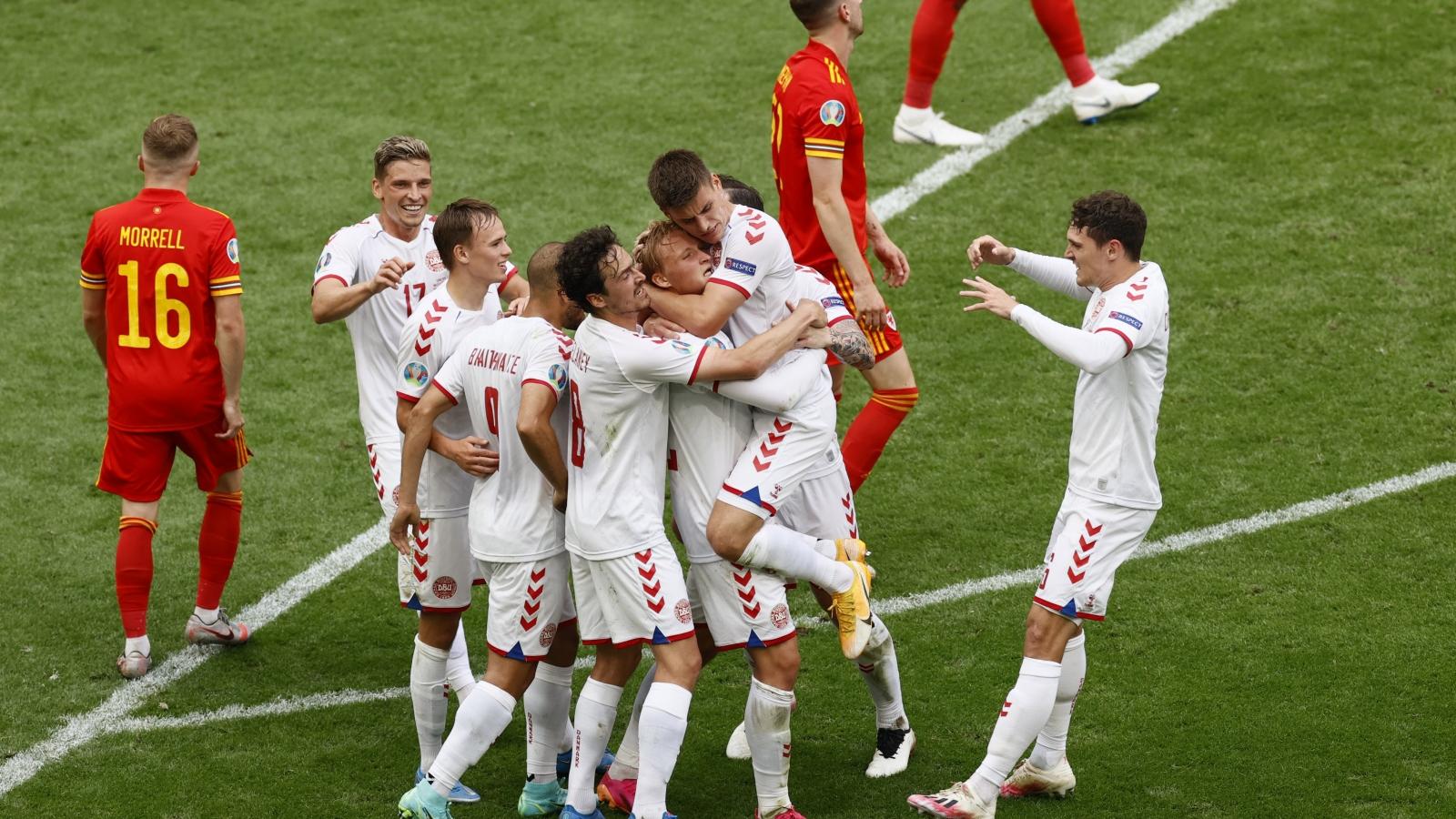 Đại thắng Xứ Wales 4-0, Đan Mạch là đội đầu tiên vào tứ kết EURO 2021