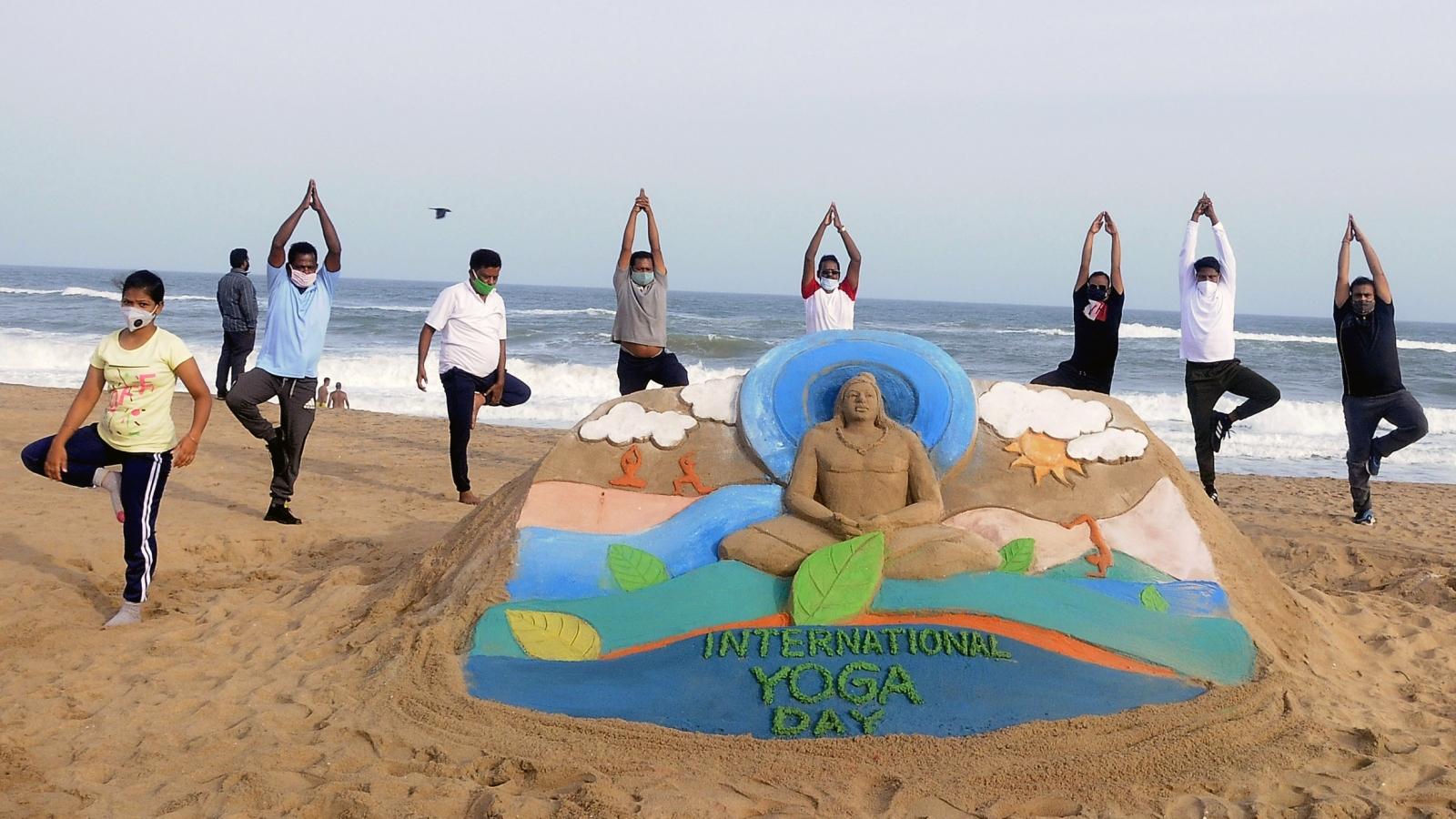 """Thủ tướng Ấn Độ: """"Yoga mang lại tia hy vọng giữa đại dịch Covid-19"""""""