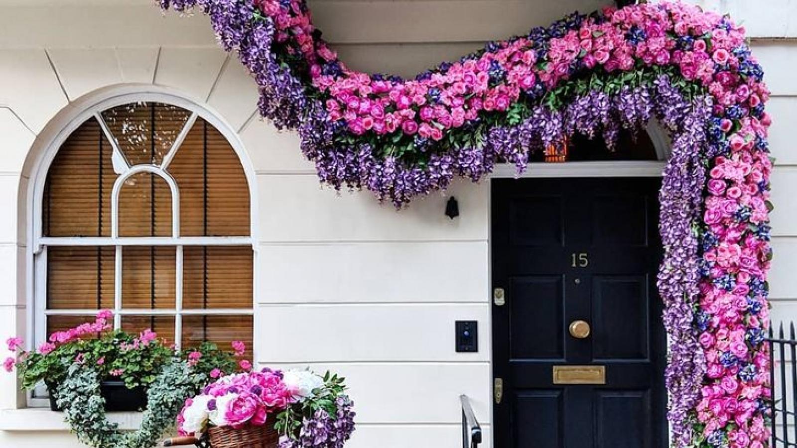 Mê mẩn những khung cửa ngập sắc hoa ở Anh