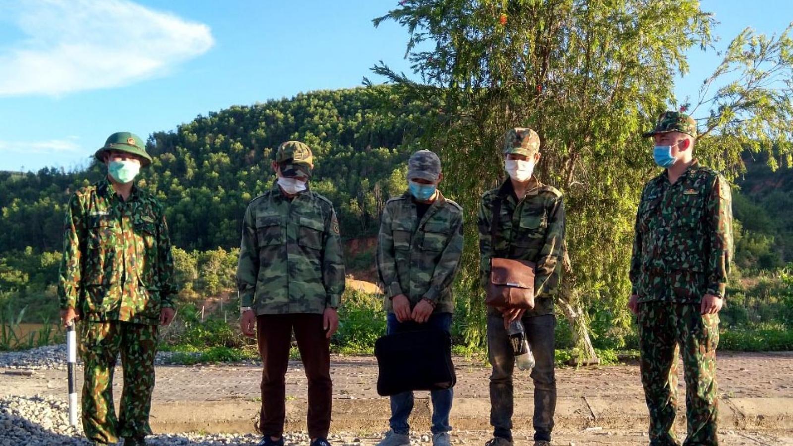 Biên phòng Kon Tum bắt giữ 3 đối tượng xuất cảnh trái phép sang Lào