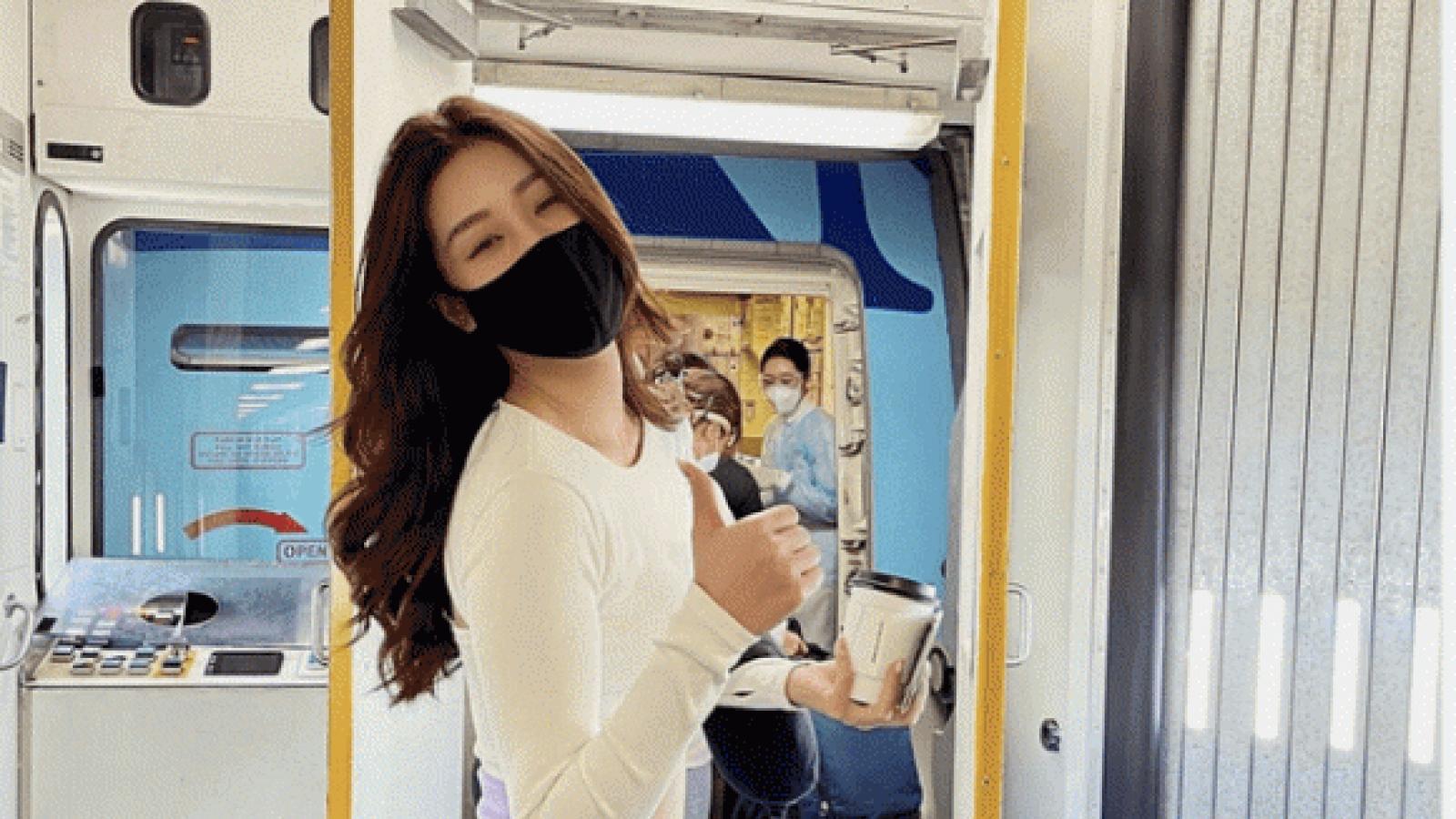 Chuyện showbiz: Khánh Vân chính thức lên máy bay về nước sau 1 tháng ở Mỹ