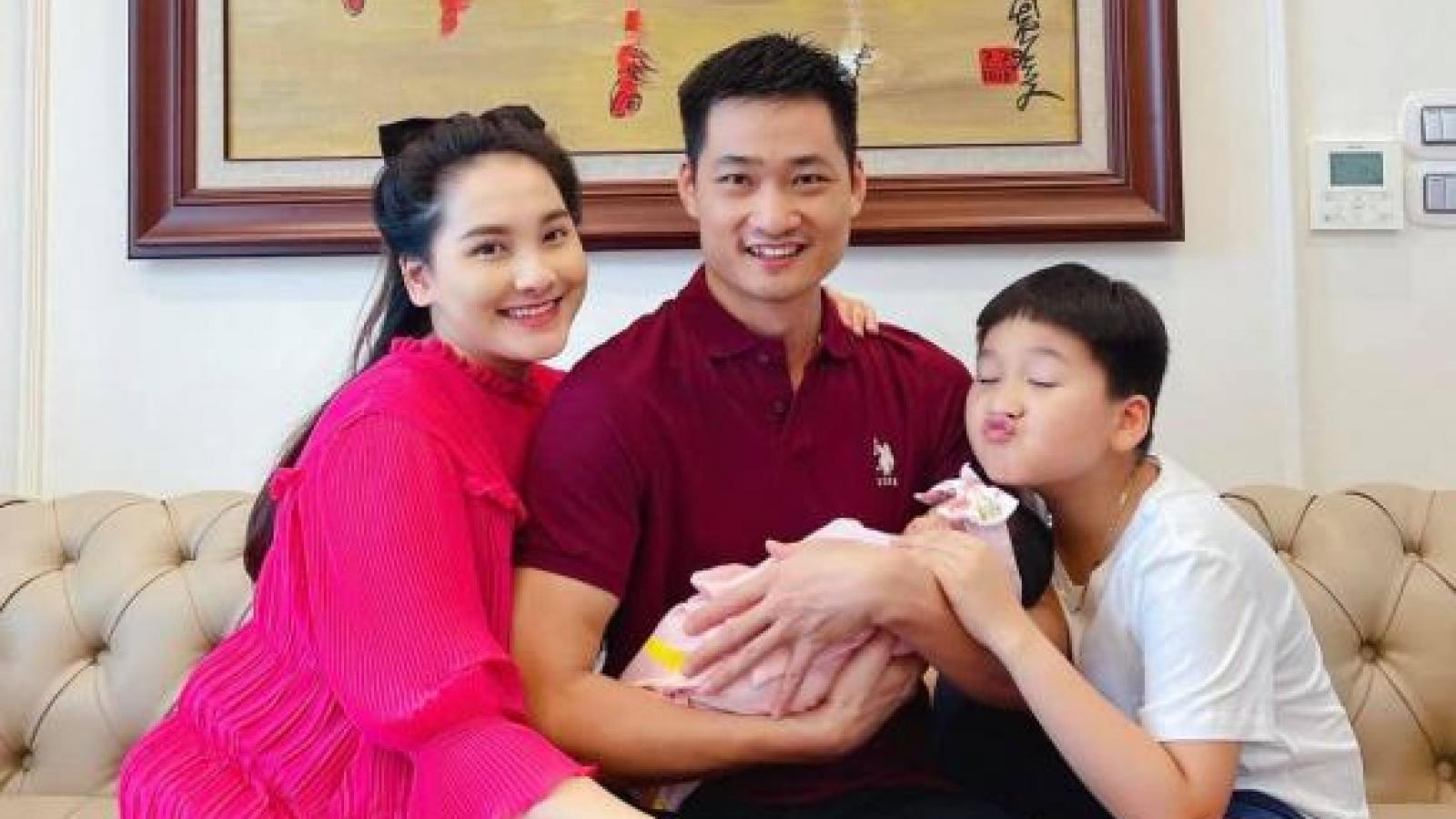 Chuyện showbiz: Bảo Thanh rạng rỡ khoe con gái gần 1 tháng tuổi