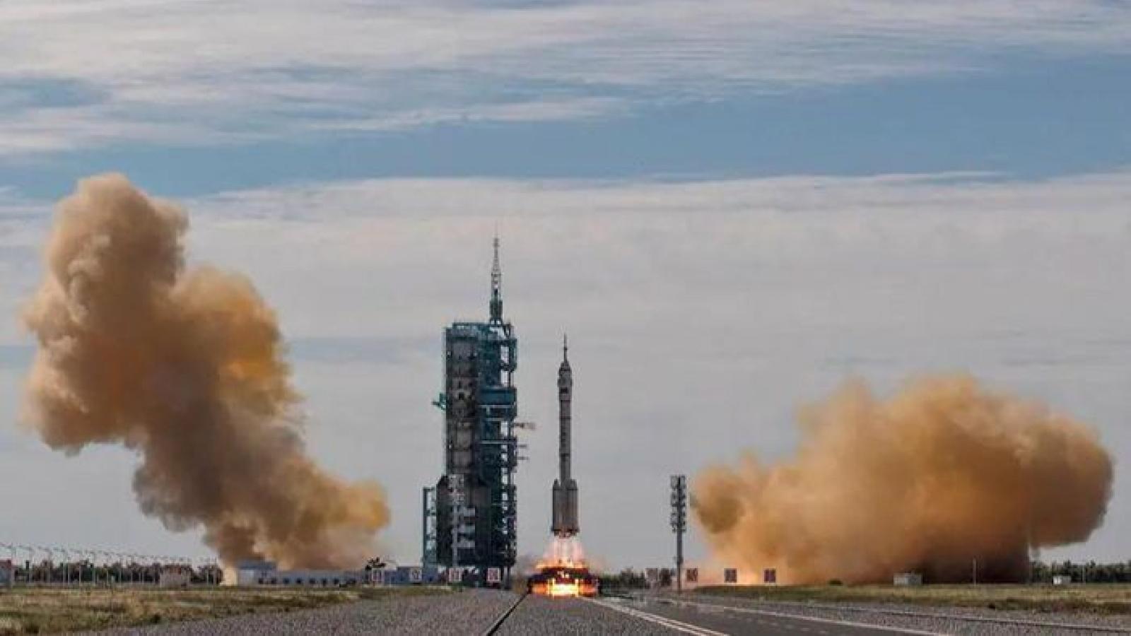 """Mỹ và Trung Quốc tăng tốc trong cuộc đua """"siêu cường không gian"""""""