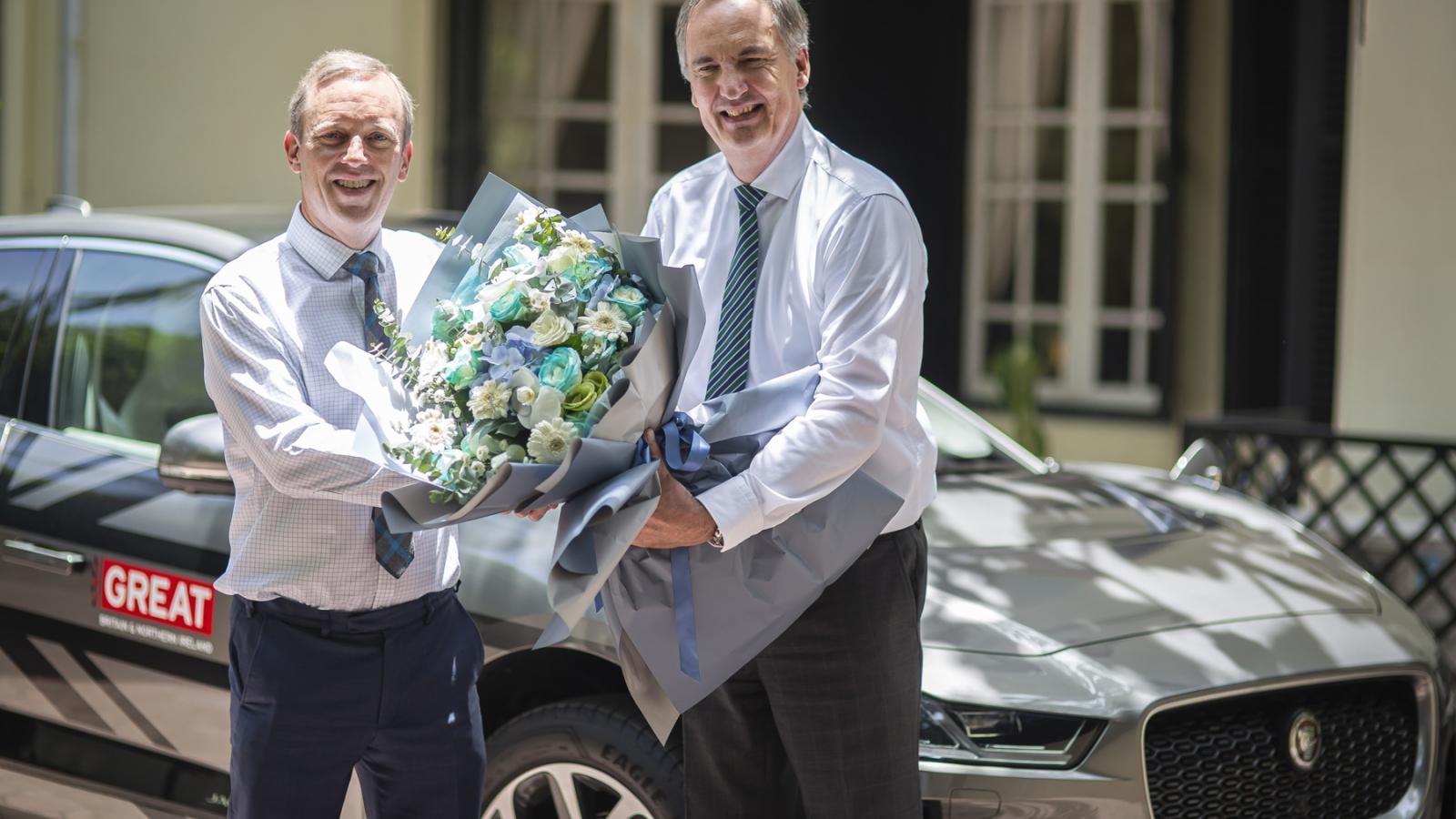 Xe điện Jaguar I-Pace đầu tiên được bàn giao cho Đại sứ quán Anh tại Việt Nam