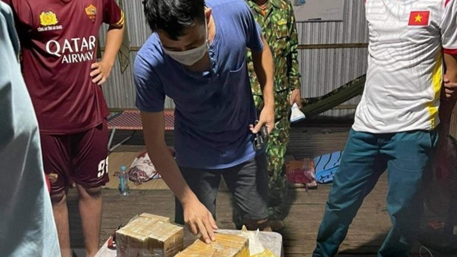 Điều tra mở rộng vụ vận chuyển hơn 7kg ma tuý qua biên giới ở An Giang