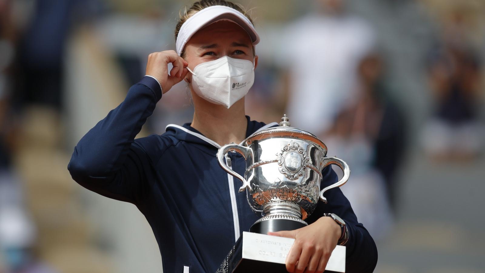 """Tay vợt """"vô danh"""" lần đầu vô địch đơn nữ Roland Garros"""