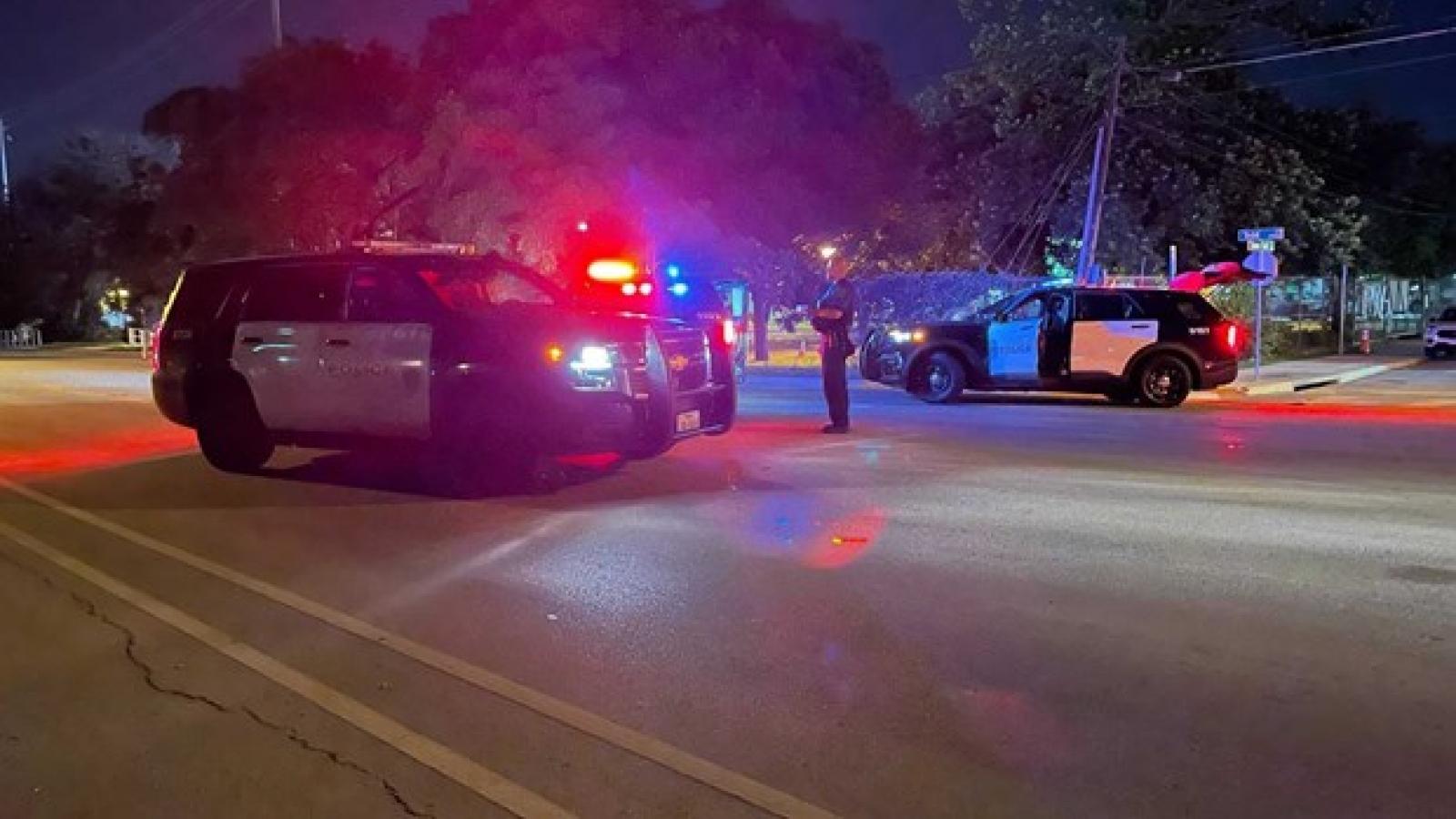 Cảnh sát Mỹtruy tìm 2 kẻ tình nghi trong vụ xả súng khiến 14 người bị thương ở bang Texas