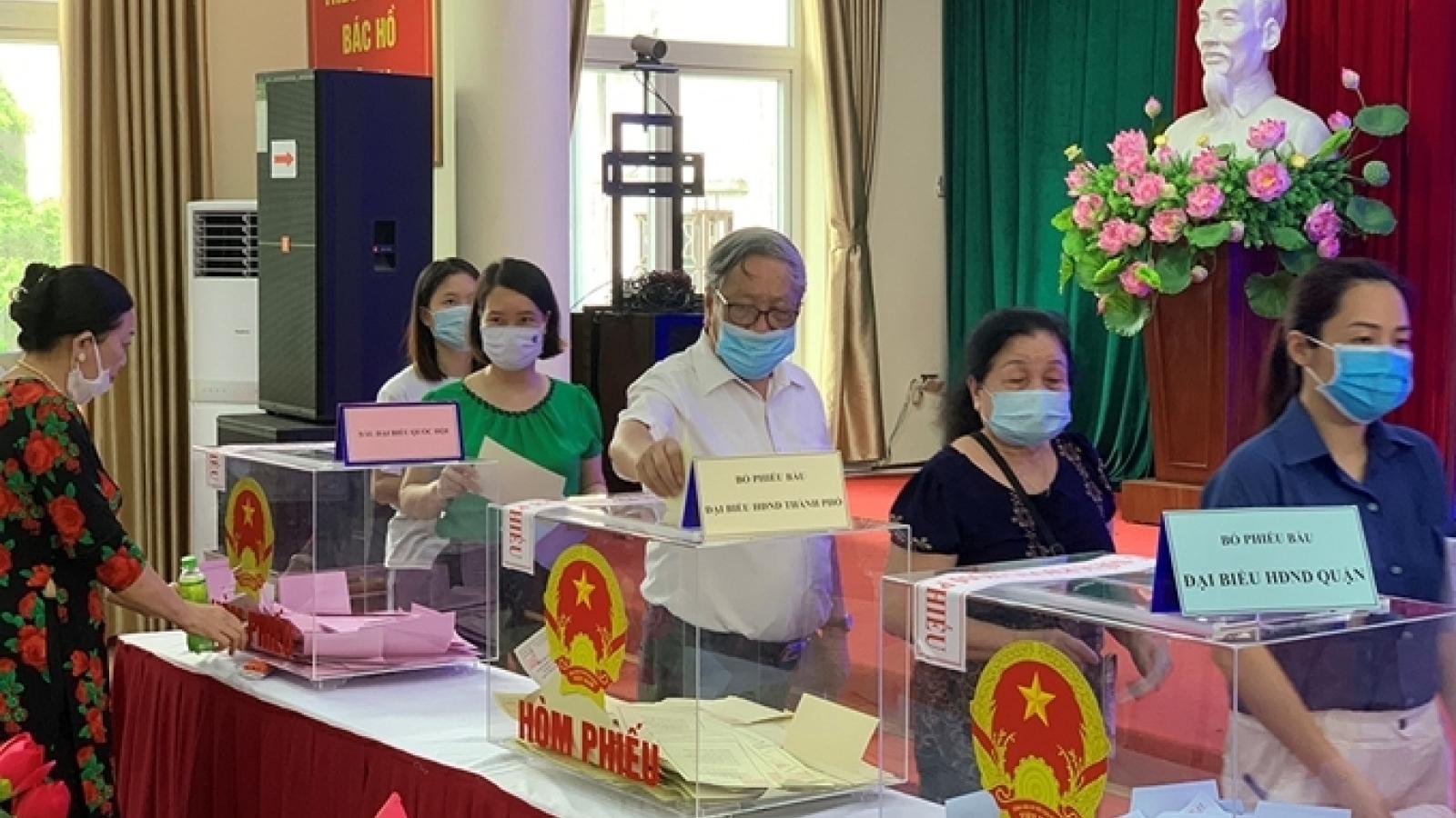 Sai phạm nghiêm trọng trong bầu cử, Hà Nội khai trừ Đảng 2 cán bộ xã
